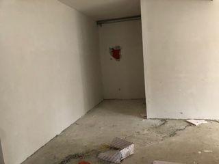 Spatiu comercial 35 m2 amplasat linga viaduct, mall, prima linie este pregatit pentru salon de frumu