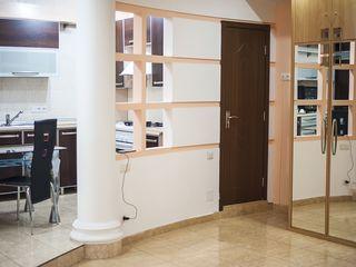 B. VIP apartament intr-un hotel luxos