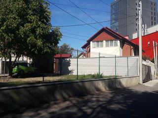 """Se vinde casa cu doua nivele cu suprafata de 137 m.p,in spate la centrul comercial ,,Moldova"""""""