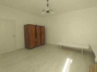 Vand apartament la sol str. Bucuresti