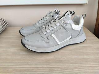 Продам кожаные кроссовки,хорошее качество!