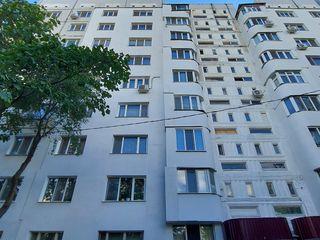 Apartament 3 odăi Et. 3 Seria 143 de mijloc termoizolat !