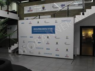 Fotobanner (fotopanou, press wall, fotostand) pentru conferinta, lansare, expozitie, summit