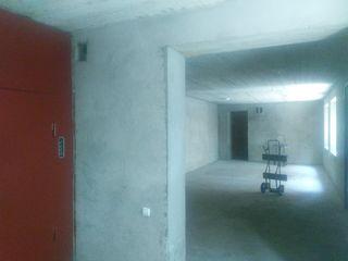 Сдается 50м2 под склад  на первом этаже  в Центре. Отдельный вход!