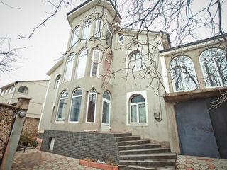 Casa cu 2 nivele in sec. Riscani, euroreparatie, 131.3 m.p.! 155 000 €