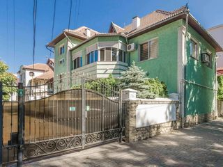 Chirie, casă, Centru, str.A.Bernardazzi, 300 m.p, 2 nivele, 2200€!