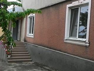 Casa cu 2 nivele. Mobila si tehnica de uz casnic! 335 m.p.! Euroreparatie!