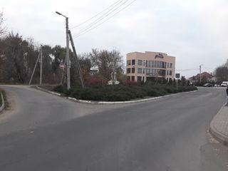 Teren destinat pentru constructii in or. Codru .7 ari , 25000 euro.