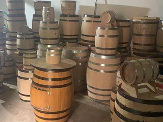 Producem, întreținem și reparăm butoaie din lemn viu.