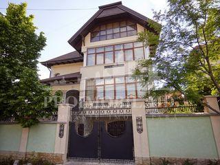 Casă de vânzare 330 mp + 7 ari,situată în r. Ialoveni!