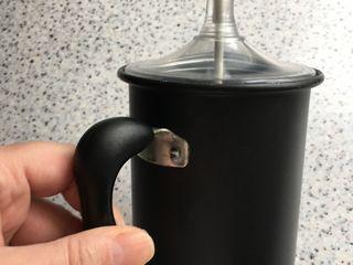 Accesoriu manual pentru a face cappuccino, în stare foarte bună, se zbate laptele foarte ușor și rep