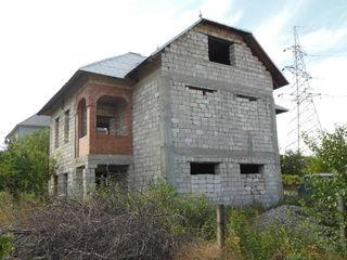 Продается 2-этажный  котельцовый дом  в Яловенах  на  участке  16  соток