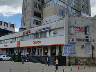 Spațiu în chirie! Buiucani, bd. Alba Iulia, 70 m2, et. 2/8, 2 încăperi!