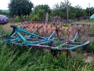 Urgent cultivator 4 metri. 3 rinduri de stoici. Nu se bate.
