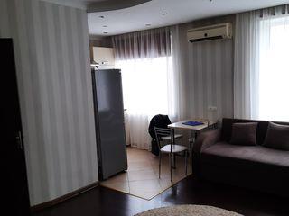 Продается 2- комнатная квартира в центре с видом на площадь 45 кв. м. в котельцовом доме.    этаж 5