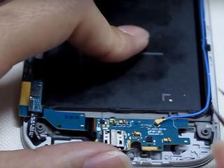 Samsung Galaxy A8 (SM-A530FZKDSEK) Smartphone-ul nu se încărca? Vino să înlocuiești conectorul!
