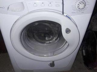 Vind mașină de spălat rufe Candy. 5kg.Lucrează  bine.