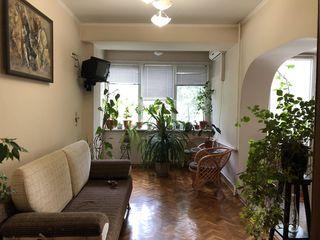 Apartament 2 odai + living in centrul sec. Riscanovca, de la proprietar