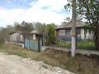 Продам дом с участком - р.Резина с.Чинишеуцы.
