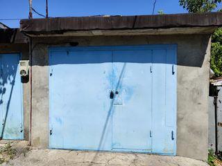 Продаю два гаража.стена в стену.
