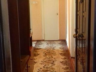 Vând apartament cu 3 camere 64m2