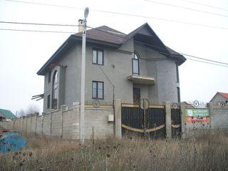 Casa 3 etaje-Cricova,6ari,365 m2 la intrare in Cricova!