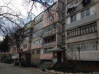 102 серия в центре Крикова, 3 этаж из 5