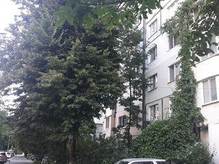 Urgent! Se vinde apartament cu patru odăi în sectorul Botanica!