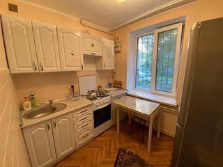 Se vinde apartament sec Riscani 2 odai in apropiere de Franzeluta Nr1 Spitalu Nr 3