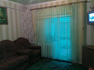 сдам 2 комнатную квартиру только одинокому парню или семье без детей с оплатой наперёд 100 евро