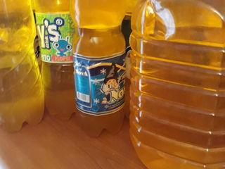 Vând ulei de floarea-soarelui