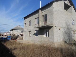 Casa cu 2 nivele  in orasul Stauceni