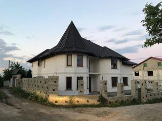 Casa cu suprafata de 230 mp, intr-o zona verde, in apropiere de padure, la doar 93 000 euro!