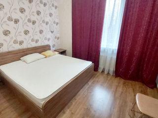 Centru, chirie, apartament cu două odăi și living, 350€