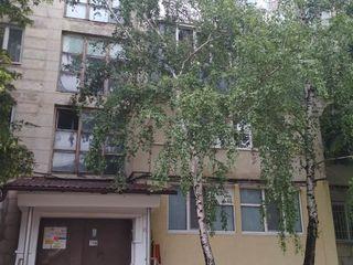 Продаю 4-х комнатную квартиру в центре чореску. 30 000 евро