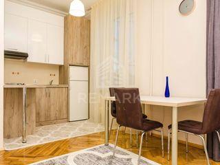 Chirie  Apartament cu 2 camere  Centru  str. Ștefan cel Mare  400 €