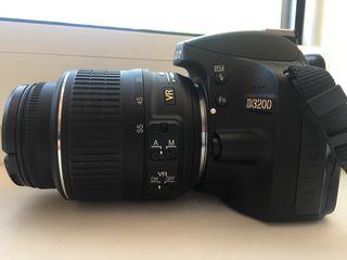 Продам в хорошие руки Nikon D3200 Kit VR 18-55 с чехлом, картой памяти и треногой в комплекте