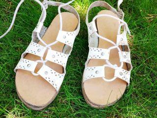 обувь б/у для девочки:туфли,кроссовки, босоножки размеры 33,34,35,36