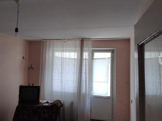 Продаётся 1-а комнатная квартира на  2-ом эт.  г. Тараклия ул. Штефан чел Маре, 38..
