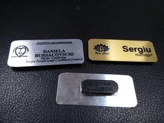 Ecusoane personalizate din metal cu magnet!