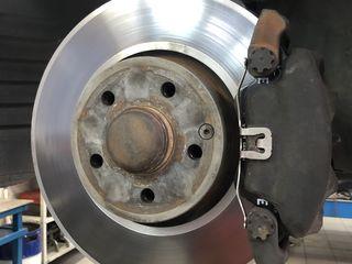 Проточка тормозных дисков (без снятия с автомобиля). Быстро и качественно.