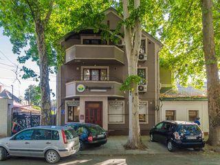 Chirie oficiu în centrul capitalei, 4 cabinete, intrare separată, 120 m.p, 720 euro