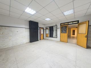 Продается коммерческое  помещение общей площадью 180 м2   расположенное в самом центре города Бэлць