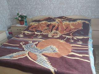 Кровать и прикраватные тумбочки