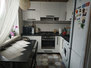 Продам 3-х комнатную квартиру с евроремонтом.