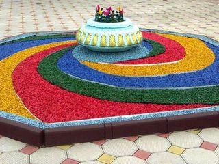Цветная гранитная крошка, для ландшафтного дизайна.Piatra colorata, pentru amenajare teritoriului