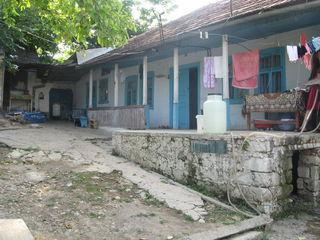 Внимание   домик  на  участке  8 соток в Яловенах не  дорого
