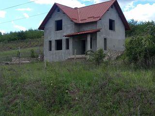 Se vinde casa cu 1 nivel + mansarda 15 km. de la Chisinau la pret de doar 30.000€