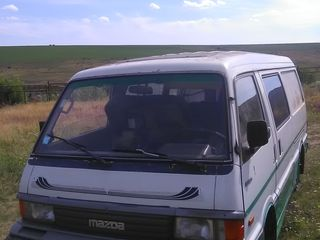 Mazda E 2200