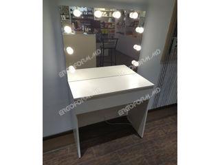 Masa makeup cu oglinda cu becuri. Стол макияжный с зеркалом с лампочками.